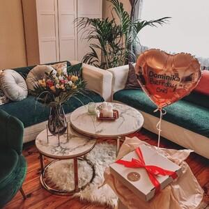 👉 Pamiętacie nasz piękny marmurowy stolik? 💖Chcielibyście aby powrócił on do naszej oferty? 🤔 Dajcie znać w komentarzach! ⤵ Dziękujemy za przepiękne zdjęcie naszej klientce @dominicadeacuerdo 💟 . . #lukso #meblelukso #luksopl #zestawywypoczynkowe #zestawdosalonu #inpiracje #retro #glamour #salon #livingroom #interiorgoals #interior #interiordesign #interior4homes #instainterior #interior123 #interiorlovers #interioridea #moderninterior