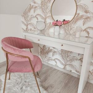 👉 Zdjęcie podesłane przez naszą klientkę @claaudiaa__91 - prawda że krzesło Aria pięknie komponuje się przy toaletce? 💖😍 . . #lukso #meblelukso #luksopl #zestawywypoczynkowe #zestawdosalonu #inpiracje #retro #glamour #salon #livingroom #interiorgoals #interior #interiordesign #interior4homes #instainterior #interior123 #interiorlovers #interioridea #moderninterior #domoweinspiracje